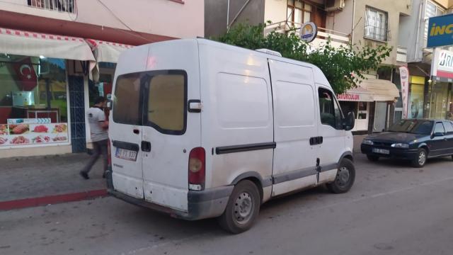 Adanada durdurulan minibüste 2 ton kaçak et bulundu