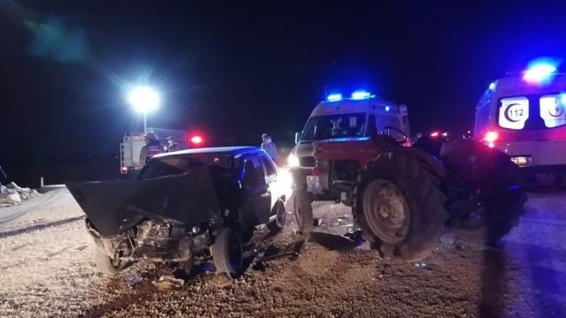Malatyada traktör ile otomobil çarpıştı: 5 yaralı