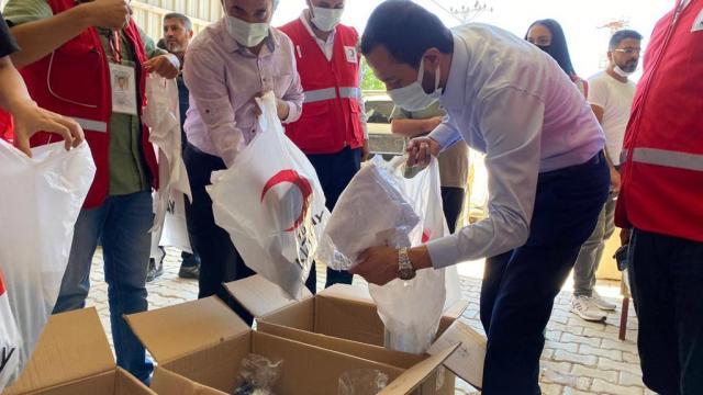 Hatayda Bayırbucak Türkmenlerine bayramlık kıyafet yardımı yapıldı