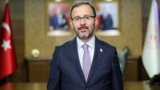 Bakan Kasapoğlu milli yelkenci Onur Cavit Biriz'i tebrik etti