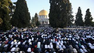 Mescid-i Aksa'da 100 bin kişiyle bayram namazı