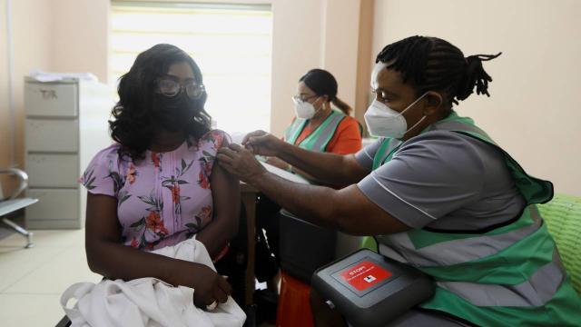 Nijeryada koronavirüs: Kamu çalışanlarına aşı zorunluluğu