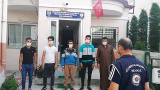 Kendilerini turist olarak tanıtan 2 kaçak göçmen yakalandı