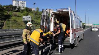 Sarıyer TEM'de otomobil bariyerlere çarptı; sürücüyü itfaiye kurtardı