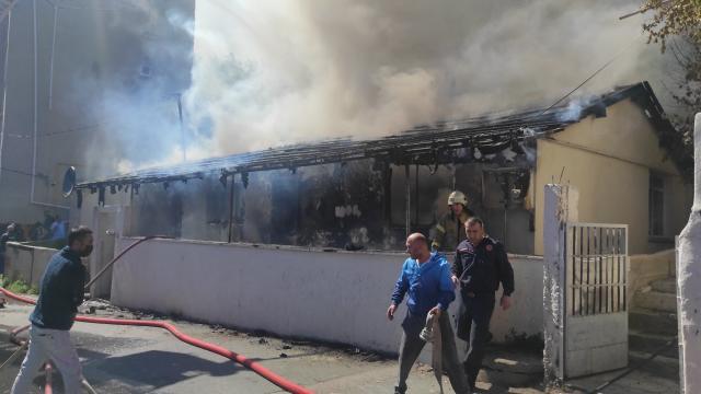 Maltepede tek katlı evde yangın çıktı