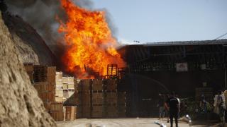 Mersin'de soğuk hava deposunda yangın çıktı