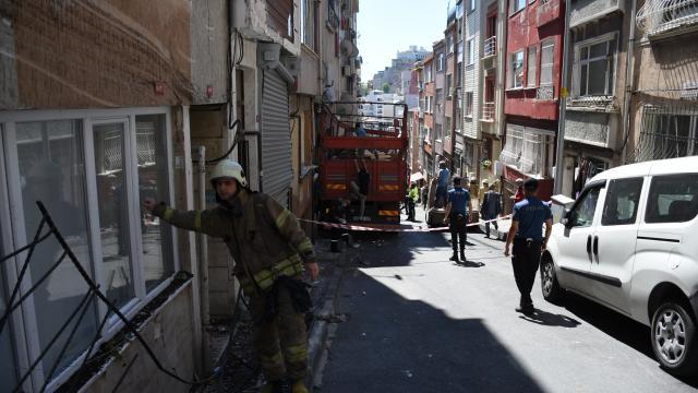 Şişlide seyir halindeki kamyon 5 binaya çarptı