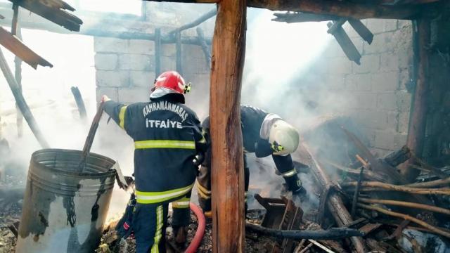 Kahramanmaraşta bir evde yangın çıktı