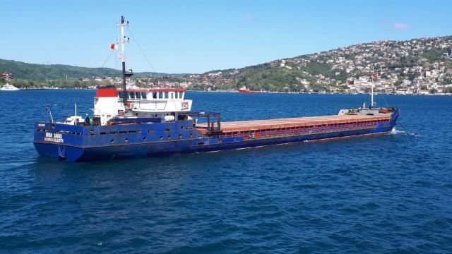 Arızalanan yük gemisi Boğazda sürüklendi