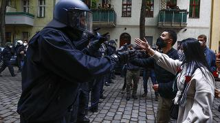 İsrail'i protesto eden göstericilere polis müdahalesi