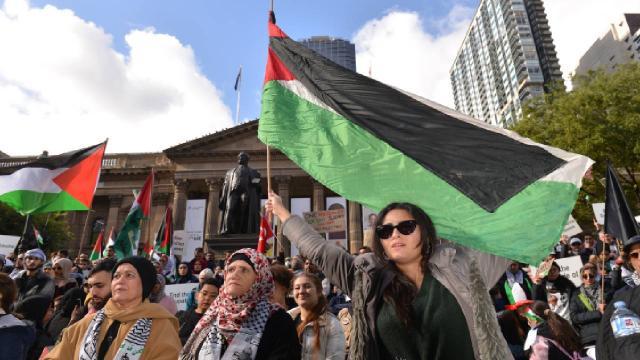 İsrailin Filistine yaptığı saldırılar Avustralyada protesto edildi