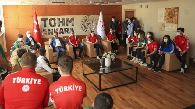 Bakan Kasapoğlu olimpik ve paralimpik sporcularla buluştu