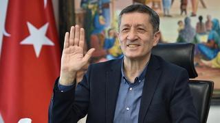 Bakan Selçuk, emekli öğretmenlerle bayramlaştı