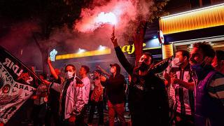 Beşiktaşlı taraftarlar şampiyonluğu Vodafone Park'ın çevresinde kutladı
