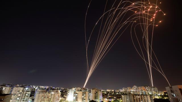 """İsrailde """"Demir Kubbe"""" yanlışlıkla kendi savaş uçağına zarar verdi"""