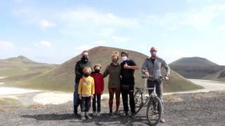 Karavanla dünya turuna çıkan turistler Meke Gölü'nde kamp kurdu