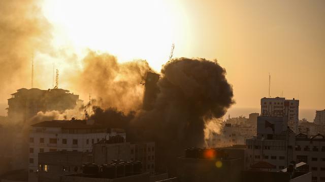 İsrail Gazzede sağlık merkezini hedef aldı