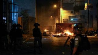 İsrail gösteri yapan Filistinlilere saldırdı
