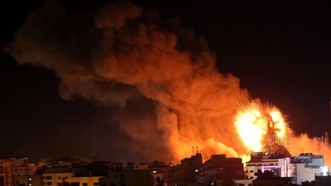 Gazze'ye havadan ve karadan saldırı