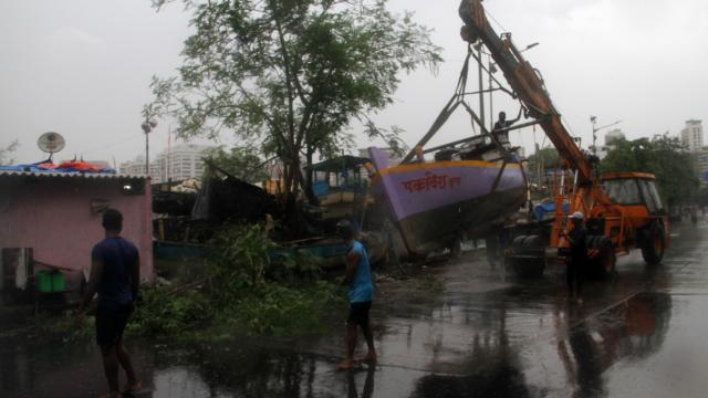 Hindistandaki Tuktae kasırgasında 4 kişi hayatını kaybetti