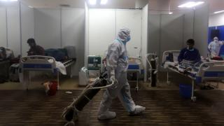 Koronavirüs Hindistan'ı derinden vurdu