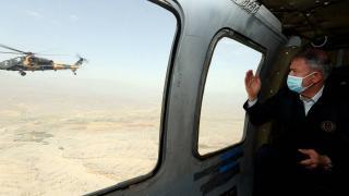 Milli Savunma Bakanı Akar, Mehmetçikle bayramlaştı