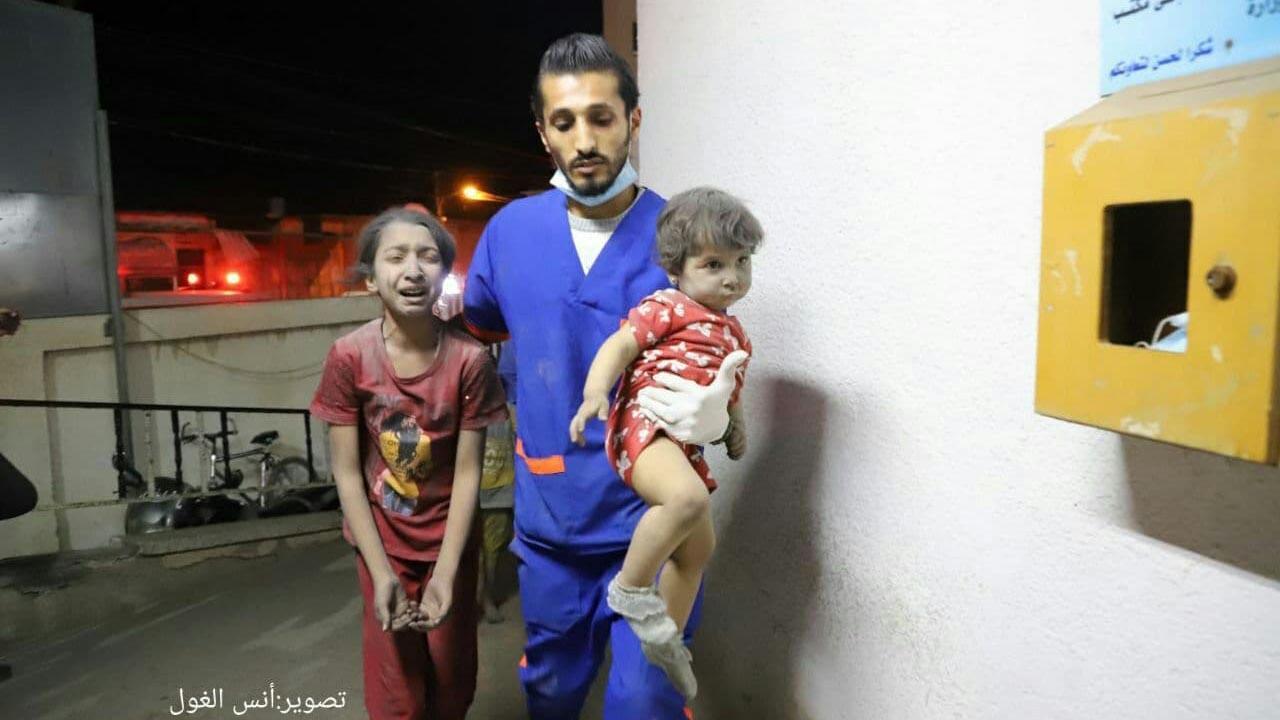 İsrail savaş uçakları Gazze'de içinde ailelerin olduğu binayı vurdu