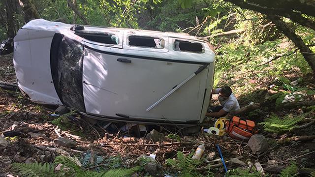 Çanakkalede hafif ticari araç devrildi: 1 ölü, 3 yaralı