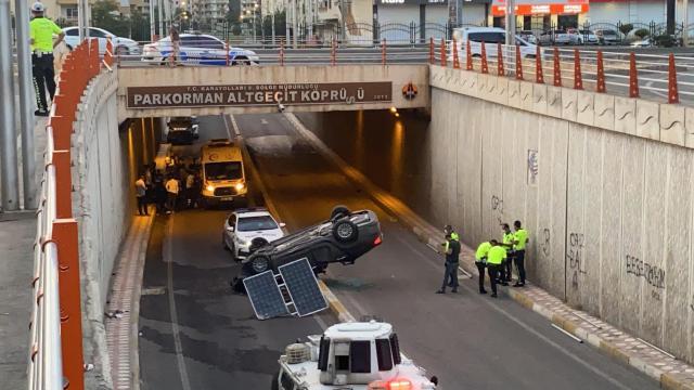 Diyarbakırda otomobil köprülü kavşaktan devrildi: 4 yaralı