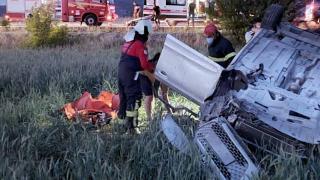 Otomobil tarlaya devrildi: 2 ölü, 2 yaralı
