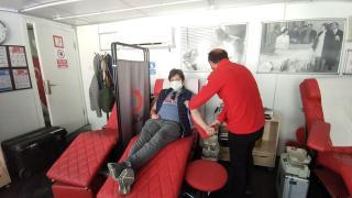 İstanbul'da vatandaşlar Türk Kızılay'a kan bağışında bulunuyor
