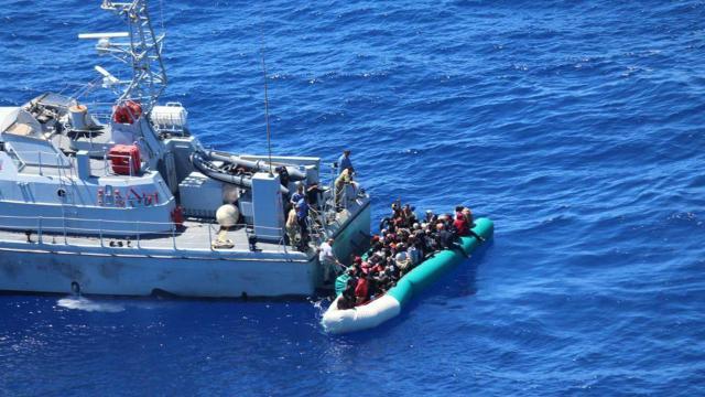 Mehmetçiğin dikkati faciayı önledi: 97 düzensiz göçmen kurtarıldı