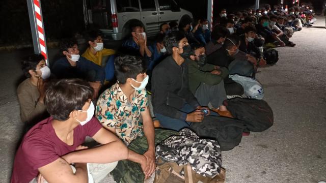 Osmaniyede yasa dışı yollarla giren 66 düzensiz göçmen yakalandı