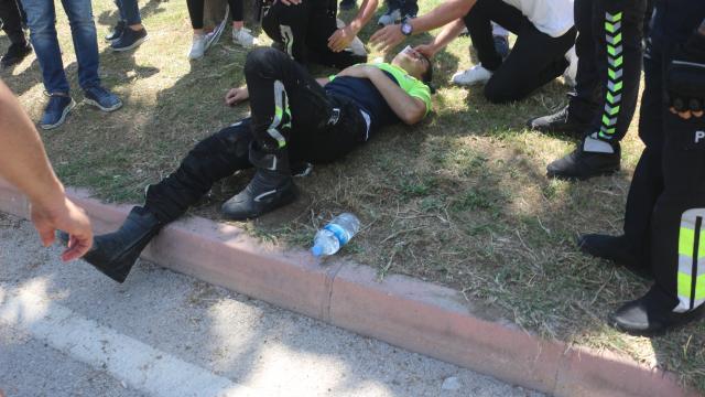 Adanada polis motosikleti ile bisiklet çarpıştı: 2 yaralı