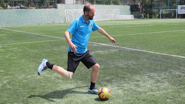 Protez bacaklı antrenör Pro Lisansta dünyada ilk olmak istiyor