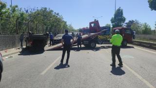 Çekmeköy'deki trafik kazasında araçta sıkışan 2 kişi yaralandı