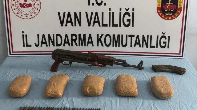 Vanda 3 kilo eroin ile silah ele geçirildi