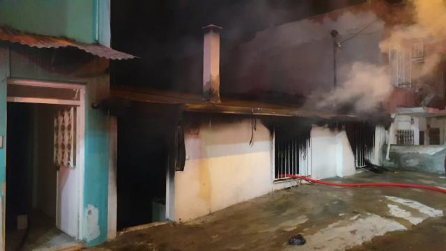 Evi babası uyurken ateşe verdi