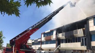 Gaziantep'te ayakkabı ve terlik üretilen fabrikada yangın
