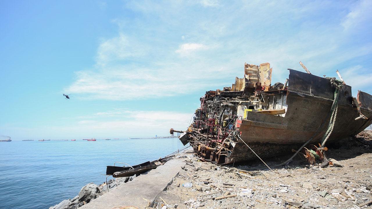Karaya oturan geminin son parçası da çıkarıldı
