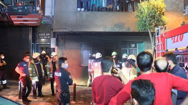 Zeytinburnunda bina yangını: 10 kişiyi itfaiye kurtardı