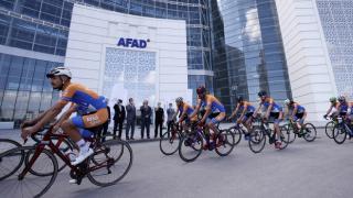 AFAD gönüllüsü bisikletçiler 19 Mayıs için Samsun yolunda