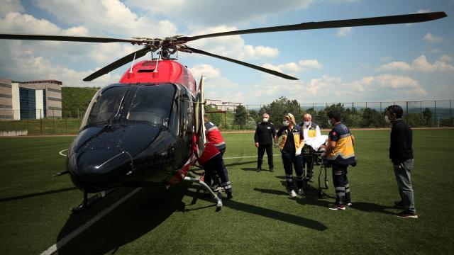 Ambulans helikopter ağır yaralı kadın için havalandı
