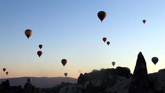 Kapadokyada balonlar yeniden gökyüzü ile buluştu