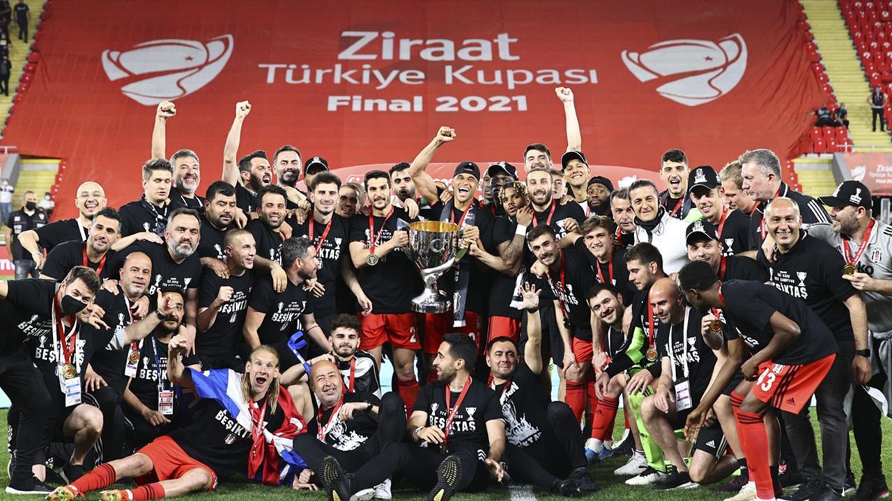 Türkiye Kupası'nı kazanan Beşiktaş kupasına kavuştu