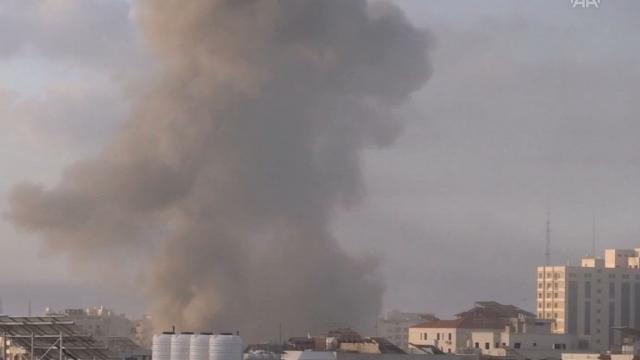 İsrail, Gazzede 6 katlı binayı vurdu