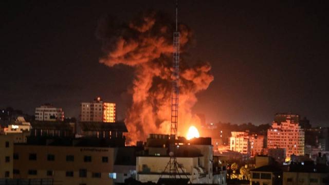 İsrail Gazzenin çeşitli noktalarına yoğun saldırılar düzenledi