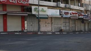 Filistinliler İsrail'in saldırılarına tepki için greve gitti