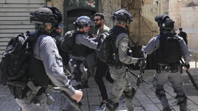 İsrailden Kudüste Filistinlilere saldırı: 10 yaralı