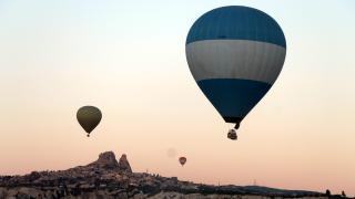 Kapadokya'da rüzgar ve yağış nedeniyle sıcak hava balon turları yapılamadı